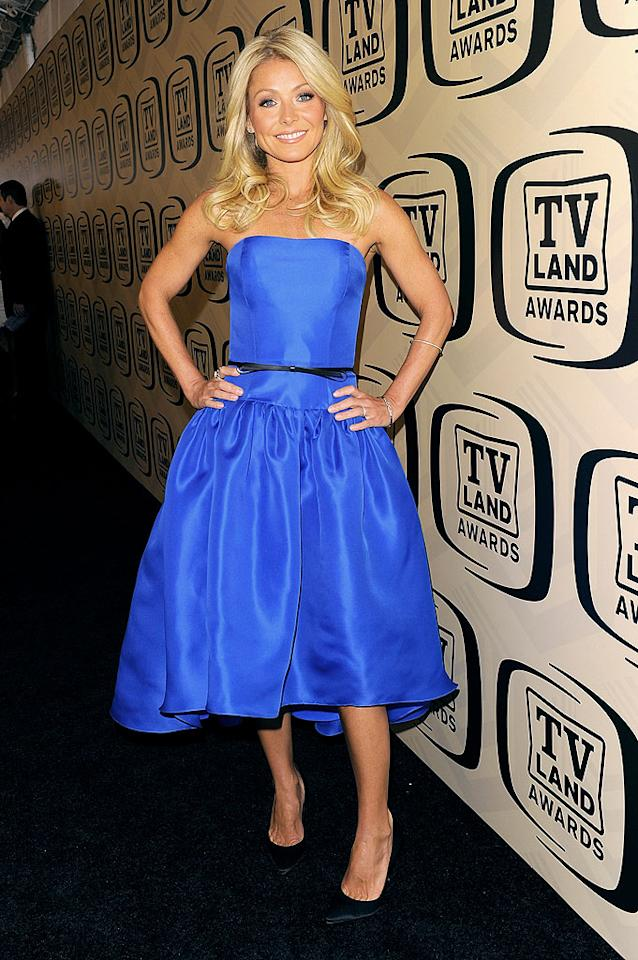 "And last but not least, we have ""Live! with Kelly"" hostess with the mostest, Kelly Ripa, who looked cute as can be in a strapless Jason Wu stunner at the <a target=""_blank"" href=""http://tv.yahoo.com/photos/tv-land-awards-slideshow/"">10th Annual TV Land Awards</a>. BTW, this is Kelly's first appearance in 2 Hot 2 Handle. Would you like to see more of her fashion forays in the future? Lemme know! (4/14/2012)<br><br><a target=""_blank"" href=""http://bit.ly/lifeontheMlist"">Follow 2 Hot 2 Handle creator, Matt Whitfield, on Twitter!</a>"