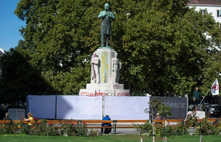 Anti-Semitic ex-mayor becomes magnet for Vienna statue protests