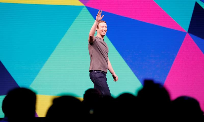 Mark Zuckerberg waves as he arrives on stage during the annual Facebook F8 developers conference in San Jose, California in 2017.