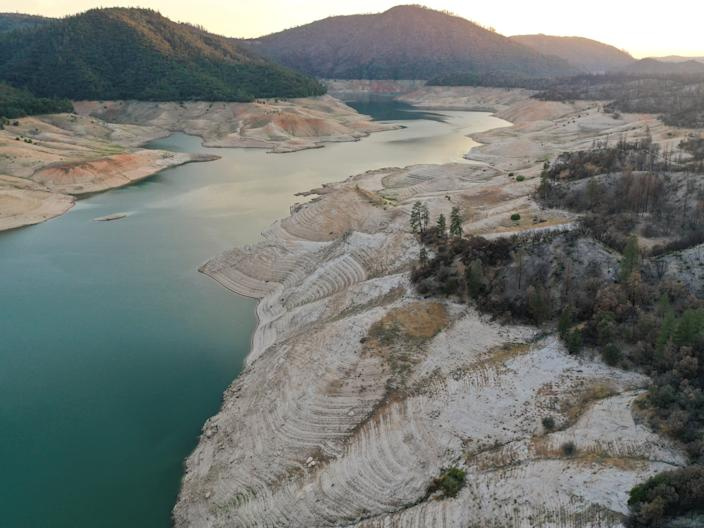 low water levels at lake oroville reveal bare shorelines