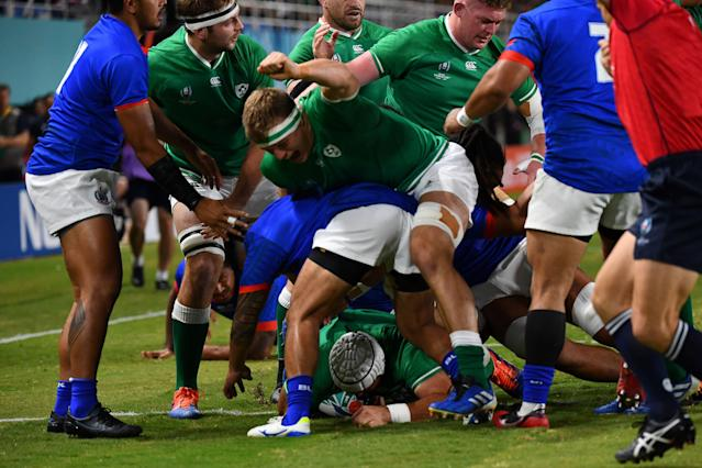 Ireland's hooker Rory Best scores a try. (Credit: Getty Images)