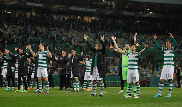 Soccer Football - Europa League Quarter Final Second Leg - Sporting CP v Atletico Madrid - Estadio Jose Alvalade, Lisbon, Portugal - April 12, 2018 Sporting's Fredy Montero and team mates gesture to the fans at the end of the match REUTERS/Rafael Marchante