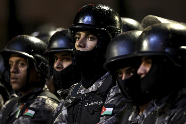 <p>Jordanian gendarmes and Jordanian security forces stand alert in the capital of Amman, early Wednesday, June 6, 2018. Jordan's King Abdullah II on Tuesday appointed a new prime minister, the royal palace said, naming a leading reformer as head of government in hopes of quelling the largest anti-government protests in recent years. (Photo: Raad al-Adayleh/AP) </p>