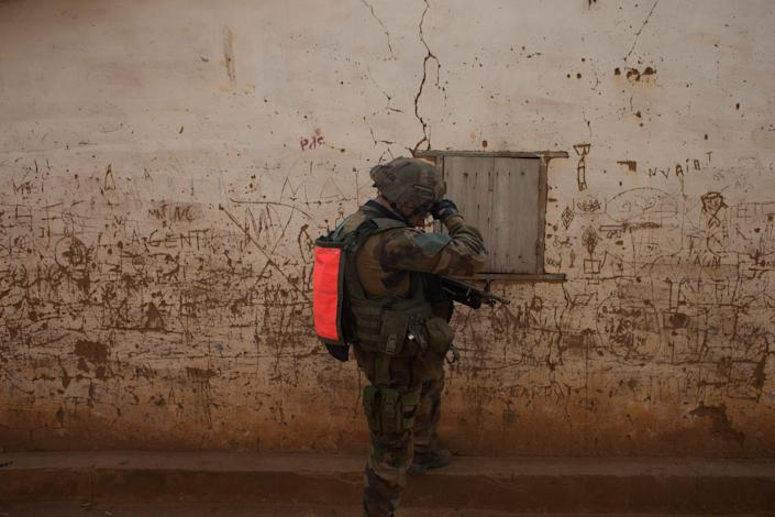 A French soldier wipes his brow during an operation to secure a section of the Miskine neighborhood, in Bangui, Central African Republic, Thursday, Dec. 26, 2013. The spokesman for an African Union peacekeeping force says six Chadian peacekeepers were killed and 15 were wounded, after being attacked Wednesday.(AP Photo/Rebecca Blackwell)