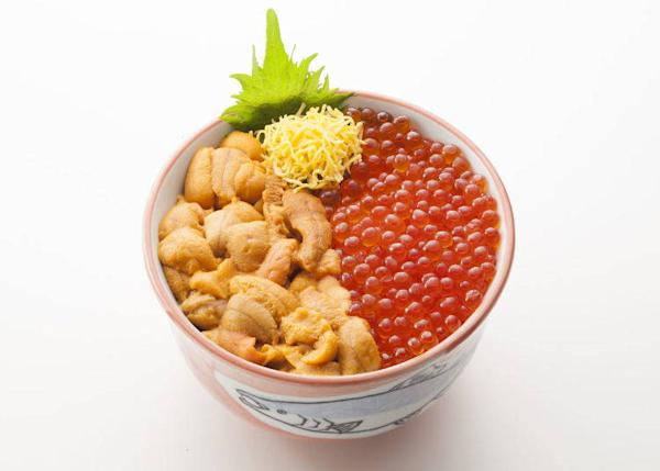 The exquisite sea urchin and salmon roe bowl, 3,480 yen