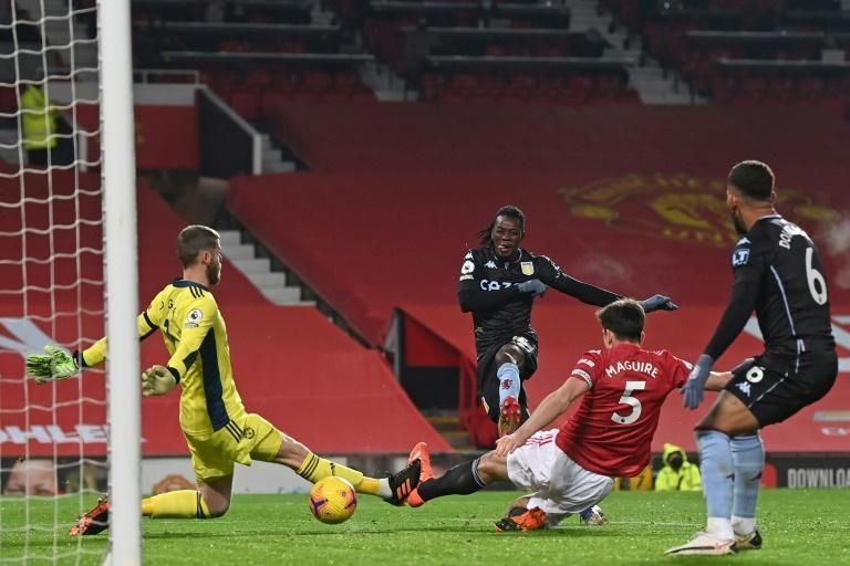 Bertrand Traore (C) shoots past Manchester United goalkeeper David de Gea to equalise for Aston Villa at Old Trafford
