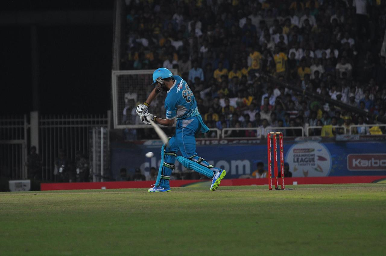 Players of Brisbane Heat in action during the match against Chennai Superkings during CLT20 match at JSCA Stadium in Ranchi on Sept. 28, 2013. (Photo: IANS)