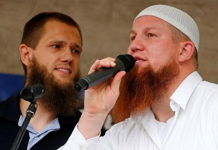 """Islamic preachers Pierre Vogel (R) and Sven Lau from Germany talk to their supporters during the """"Islamic Peace Congress"""" in Frankfurt, September 7, 2013. REUTERS/Kai Pfaffenbach"""
