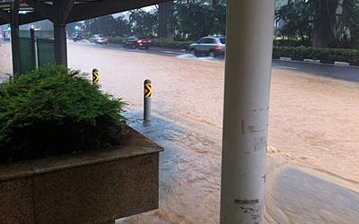 Bus stops are affected by the flash floods. (Photo from Twitter)