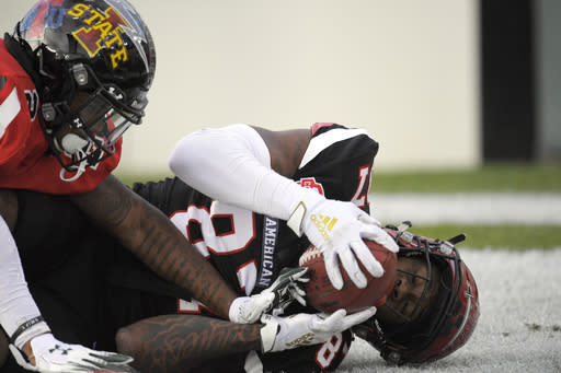 American Team wide receiver Omar Bayless, right, of Arkansas State, makes a touchdown catch as National Team cornerback Rojesterman Farris, of Hawaii, defends during the first half of the Collegiate Bowl college football game Saturday, Jan. 18, 2020, in Pasadena, Calif. (AP Photo/Mark J. Terrill)