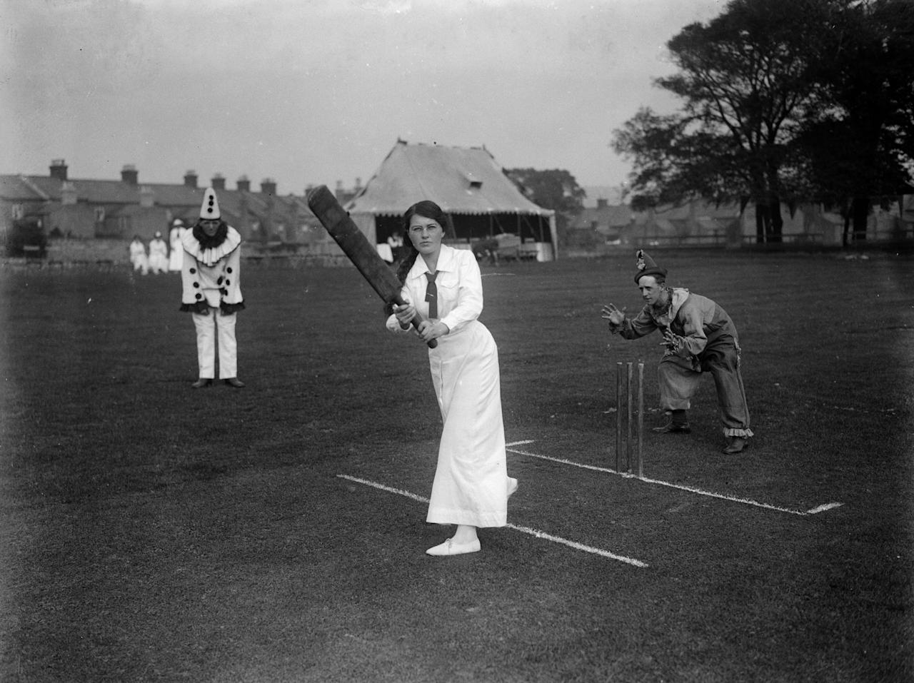[ICCWWC2013] circa 1918:  A Ladies cricket match against Soldiers at Ramsgate in Kent.  (Photo by Central Press/Getty Images)