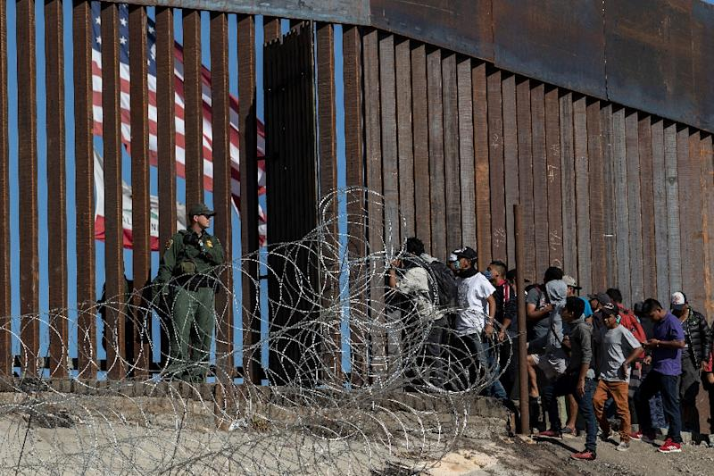 Donald Trump demands Mexico moves migrants from the United States  border