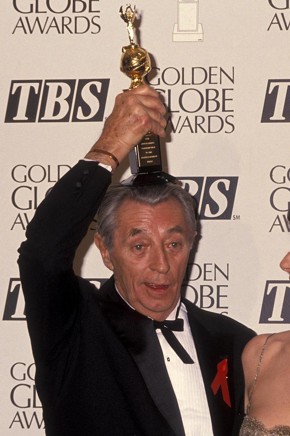 <p>Actor and director Robert Mitchum won the Cecil B. DeMille Award in 1992.</p>