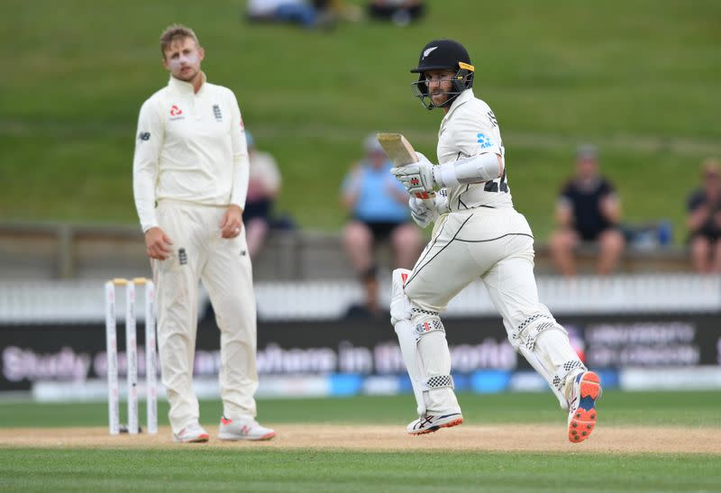 Cricket: Tough day in the field leaves New Zealand in a hole