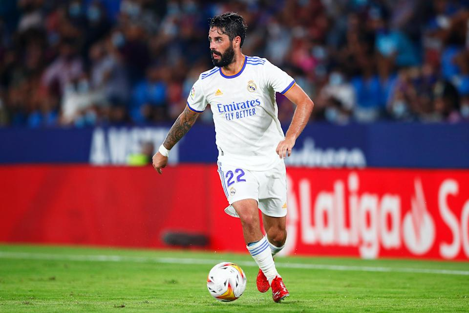 VALENCIA, SPAIN - AUGUST 22: Isco Alarcón of Real Madrid runs with the ball during the La Liga Santader match between Levante UD and Real Madrid CF at Ciutat de Valencia Stadium on August 22, 2021 in Valencia, . (Photo by Eric Alonso/Getty Images)