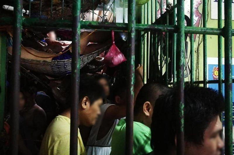 Losing sleep in Liloan town's detention cell