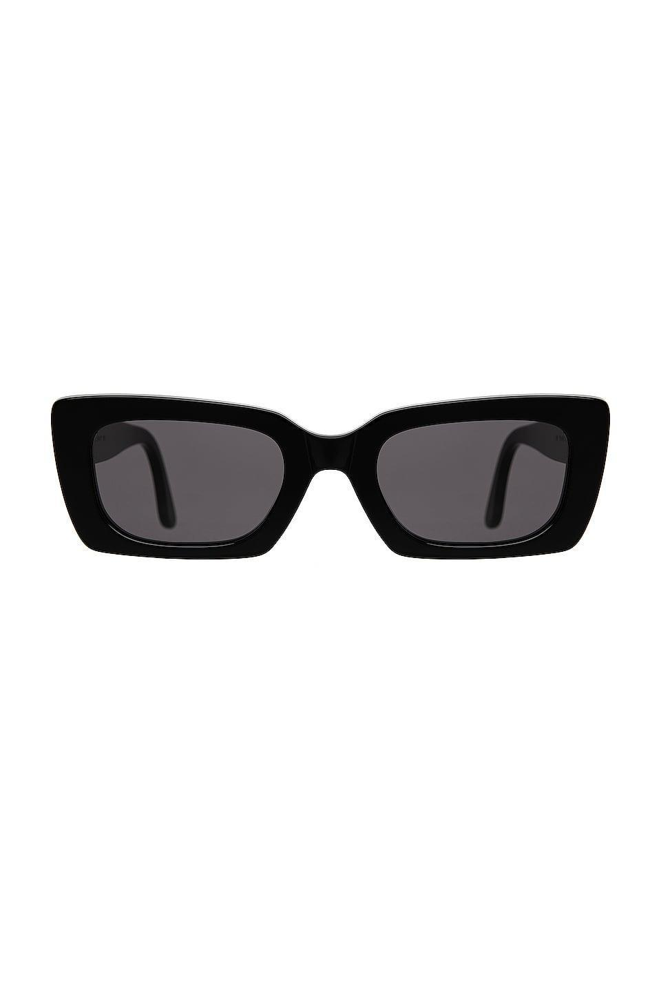 <p>You can't go wrong with these <span>Illesteva Wilson Sunglasses</span> ($220).</p>