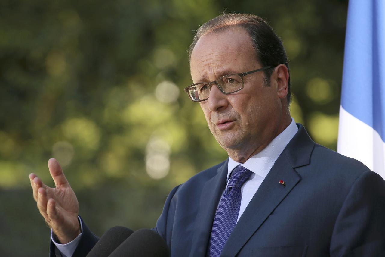 French President Francois Hollande delivers a speech after a meeting with European social democratic leaders at the castle of La Celle Saint-Cloud, near Paris, France, August 25, 2016. REUTERS/Gonzalo Fuentes