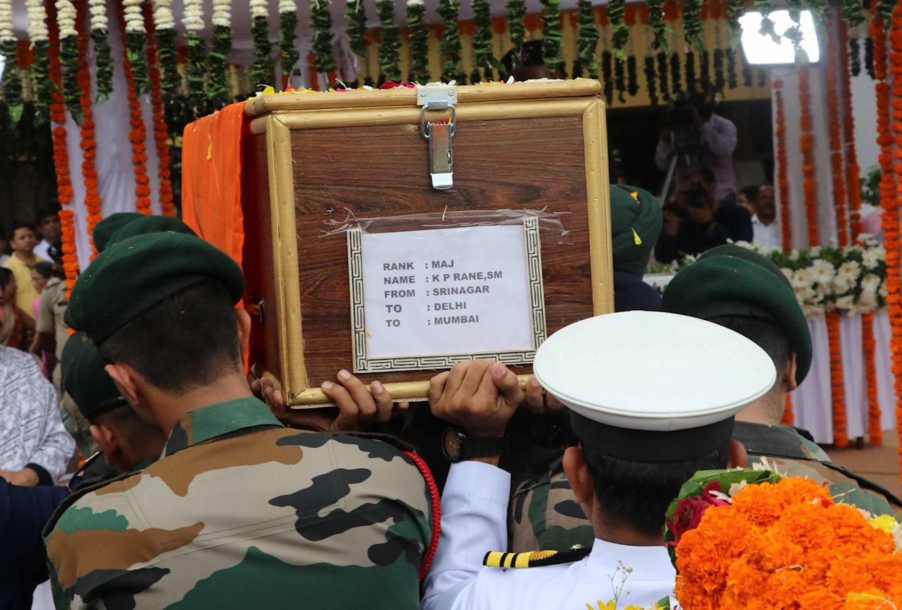 <p>Four soldiers and two suspected rebels were killed on Tuesday in a gunbattle along the highly militarised de facto border that divides the disputed region of Kashmir between India and Pakistan. (Yahoo India/Stringer) </p>