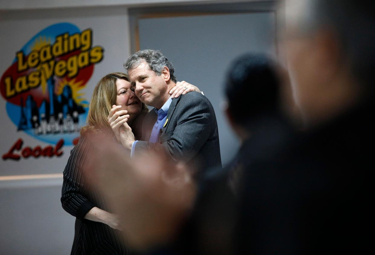 Sherrod Brown gets a kiss from his wife, Connie Schultz, before speaking at the Culinary Union hall in Las Vegas. (Photo: John Locher/AP)