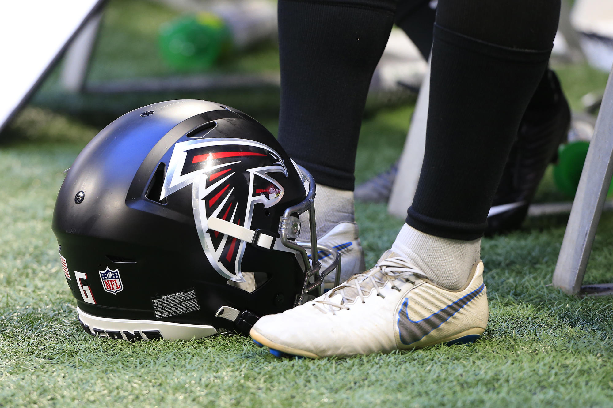 Falcons say they're first NFL team to reach 100% COVID-19 vaccination rate among players
