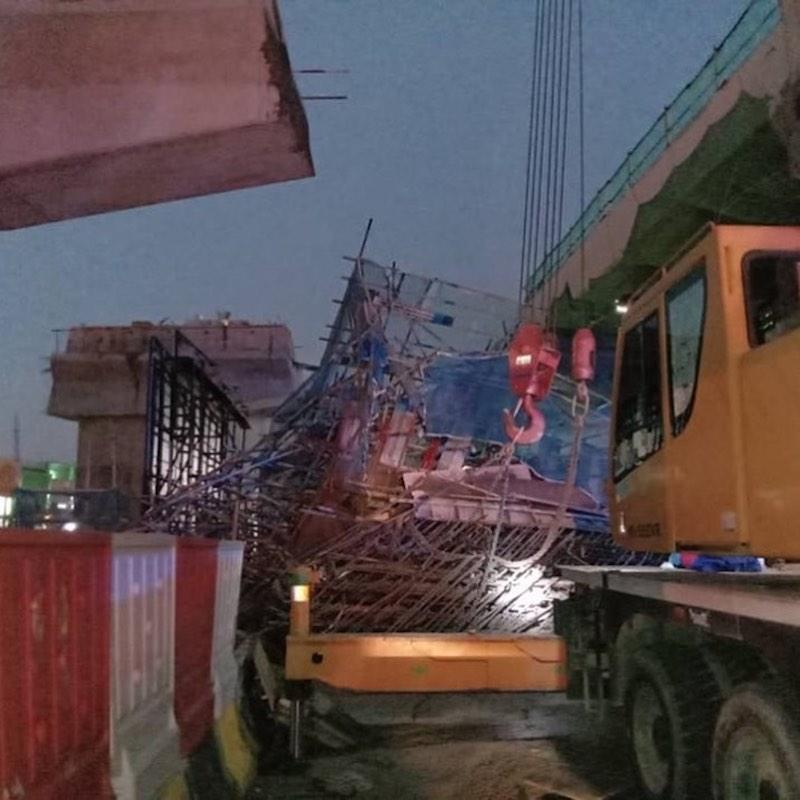 The highway developer issued the stop work order immediately after two workers were injured when metal scaffolding fell at the construction site earlier this evening. —Bomba Selangor pic