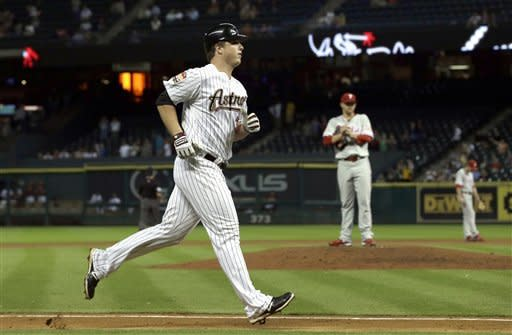 Astros rally late, end Phillies' 7-game streak