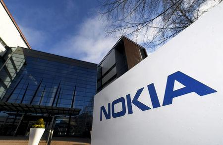 Nokia slows drop in sales to 4% in Q1