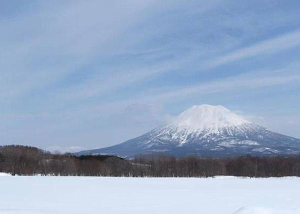 ▲A picture of Mt. Youtei with snow which you can see from the Niseko Area.