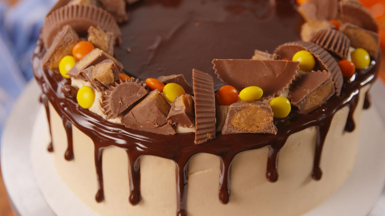 21 candy cakes to make with leftover halloween candy