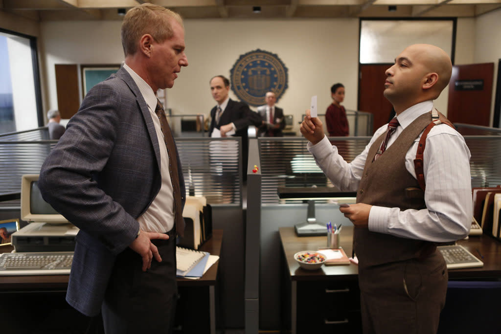 """In Control"" -- Noah Emmerich as FBI Agent Stan Beeman and Maximiliano Hernandez as FBI Agent Chris Amador"