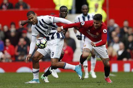 Britain Soccer Football - Manchester United v West Bromwich Albion - Premier League - Old Trafford - 1/4/17 West Bromwich Albion's Salomon Rondon in action with Manchester United's Marcos Rojo Action Images via Reuters / Lee Smith Livepic