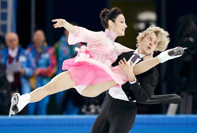 Meryl Davis (top) and Charlie White of the U.S. compete during the figure skating team ice dance short dance at the Sochi 2014 Winter Olympics, February 8, 2014. REUTERS/Lucy Nicholson (RUSSIA - Tags: SPORT FIGURE SKATING OLYMPICS)