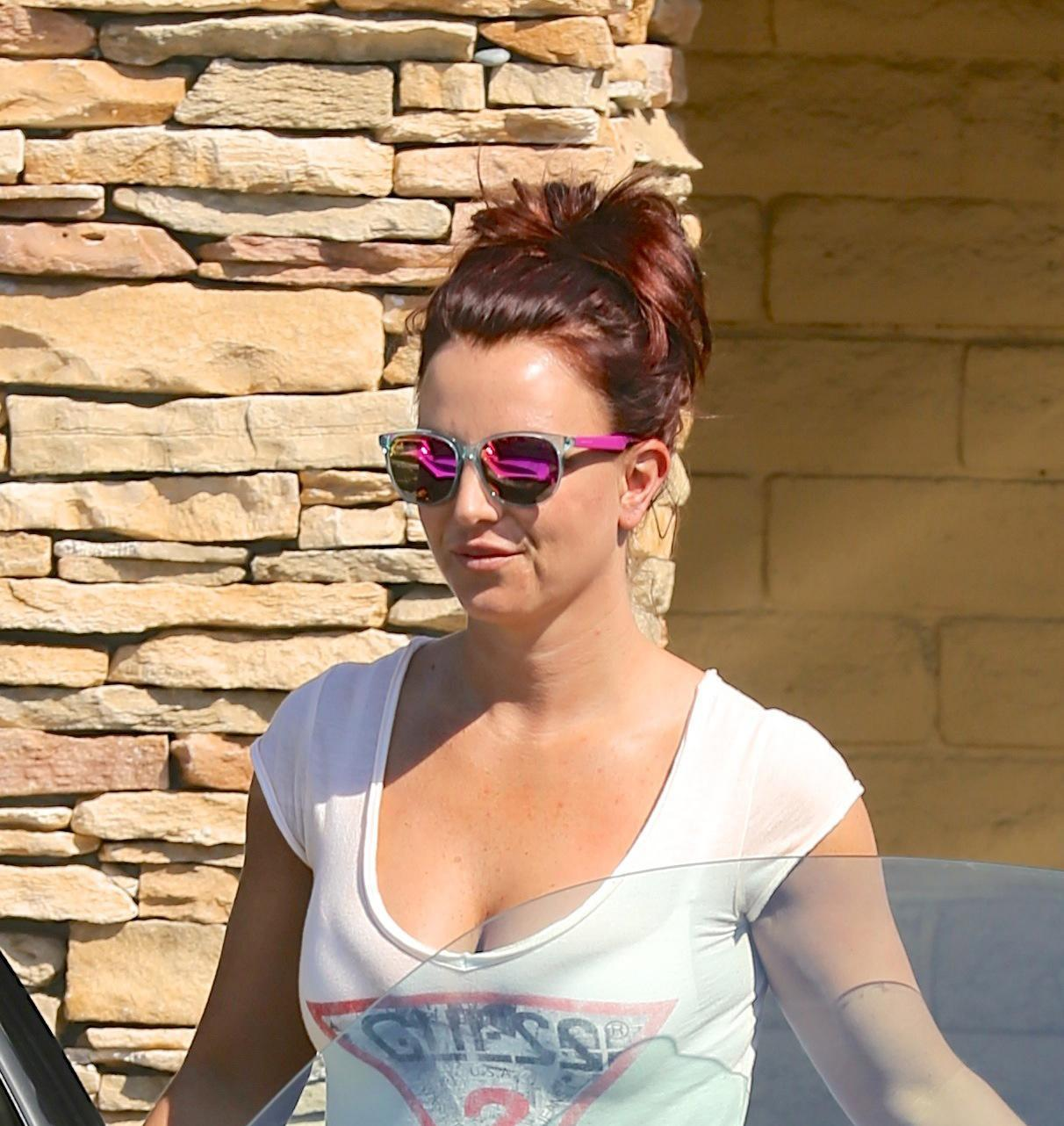 Britney Spears dyes hair red