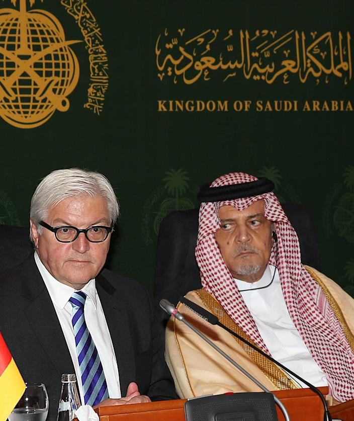 Saudi Foreign Minister Prince Saud al-Faisal (R) and German Foreign Minister Frank-Walter Steinmeier attend a press conference following their meeting in Jeddah, Saudi Arabia, October 13, 2014 (AFP Photo/)