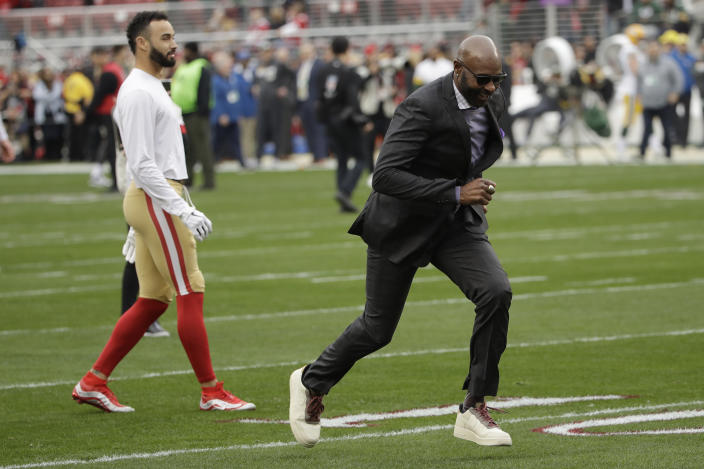 Hall of Fame receiver Jerry Rice ran routes before the NFC Championship game. (AP/Marcio Jose Sanchez)