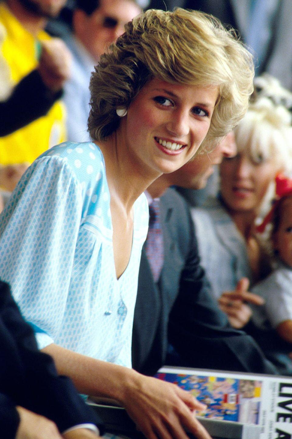 <p>With a voluminous hairstyle at the <em>Live Aid for Africa</em> concert in Wembley.</p>