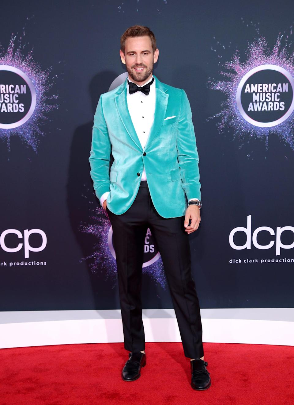 <p>Former <b>Bachelor</b> star Nick Viall rocked the red carpet in a suit with a green blazer.</p>
