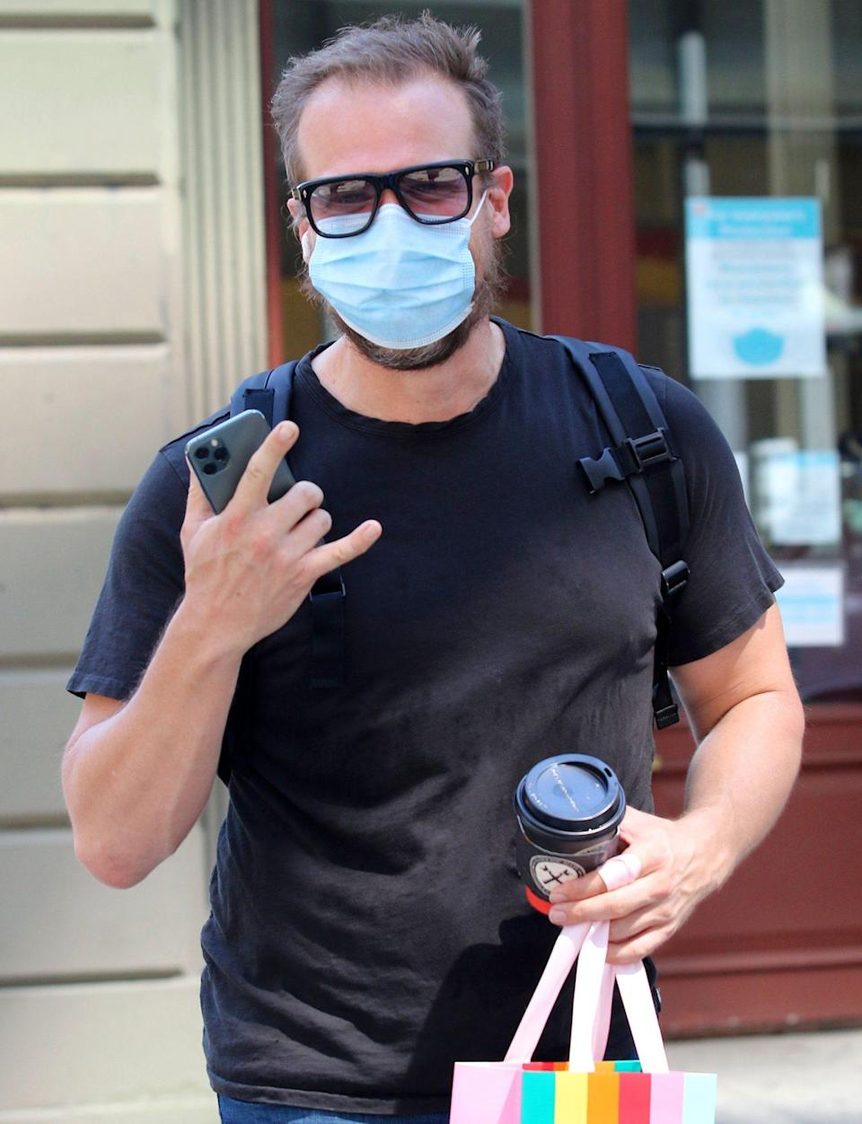 <p>David Harbour is in great spirits as he braves the ongoing N.Y.C. heatwave to do some shopping on Wednesday. </p>