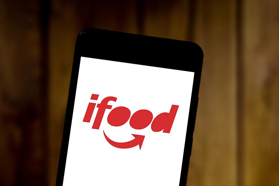 BRAZIL - 2019/05/27: In this photo illustration the iFood logo is seen displayed on a smartphone. (Photo Illustration by Rafael Henrique/SOPA Images/LightRocket via Getty Images)