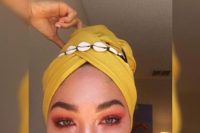 A woman shows creative ways to sport a hijab. (Photo: Twitter/sumaiyuh)