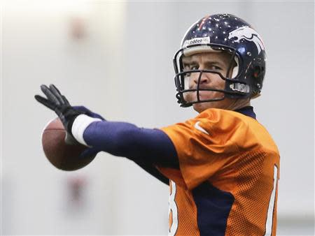 Denver Broncos quarterback Peyton Manning readies to throw a pass during their practice session for the Super Bowl at the New York Jets Training Center in Florham Park, New Jersey January 30, 2014. REUTERS/Ray Stubblebine