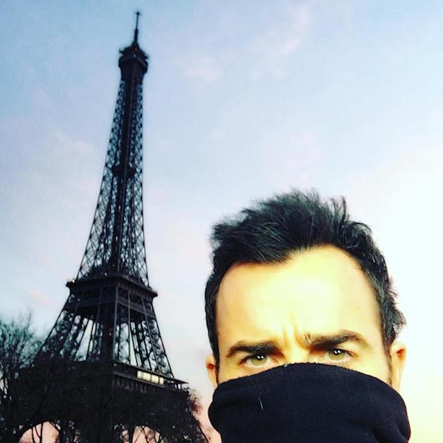 "<p>While the <em>Leftovers</em> actor didn't make the cut in his own pic with Jen, he selfied, while partially undercover, during another trip to the city a month earlier. (Photo: <a href=""https://www.instagram.com/p/BBH0-3rQ4m-/?taken-by=justintheroux&hl=en"" rel=""nofollow noopener"" target=""_blank"" data-ylk=""slk:Justin Theroux via Instagram"" class=""link rapid-noclick-resp"">Justin Theroux via Instagram</a>) </p>"