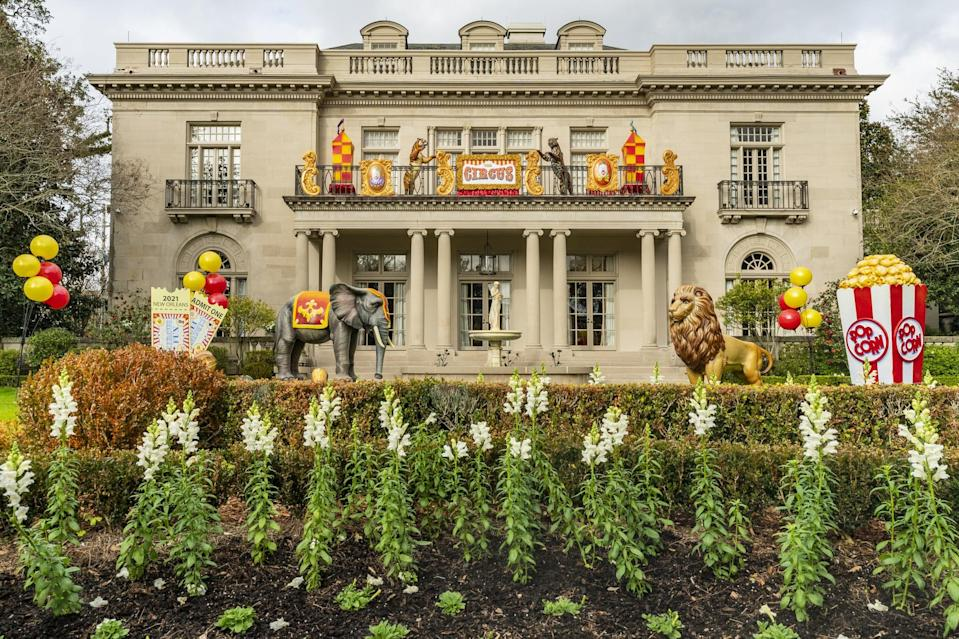 <p>If you've ever experienced Mardi Gras in person you know it has a bit of a circus feel. There's food, music, and entertainment everywhere, and this Nola house captured it perfectly with its circus-themed details.</p>