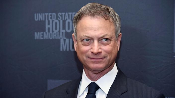 Actor Gary Sinise in a suit and tie