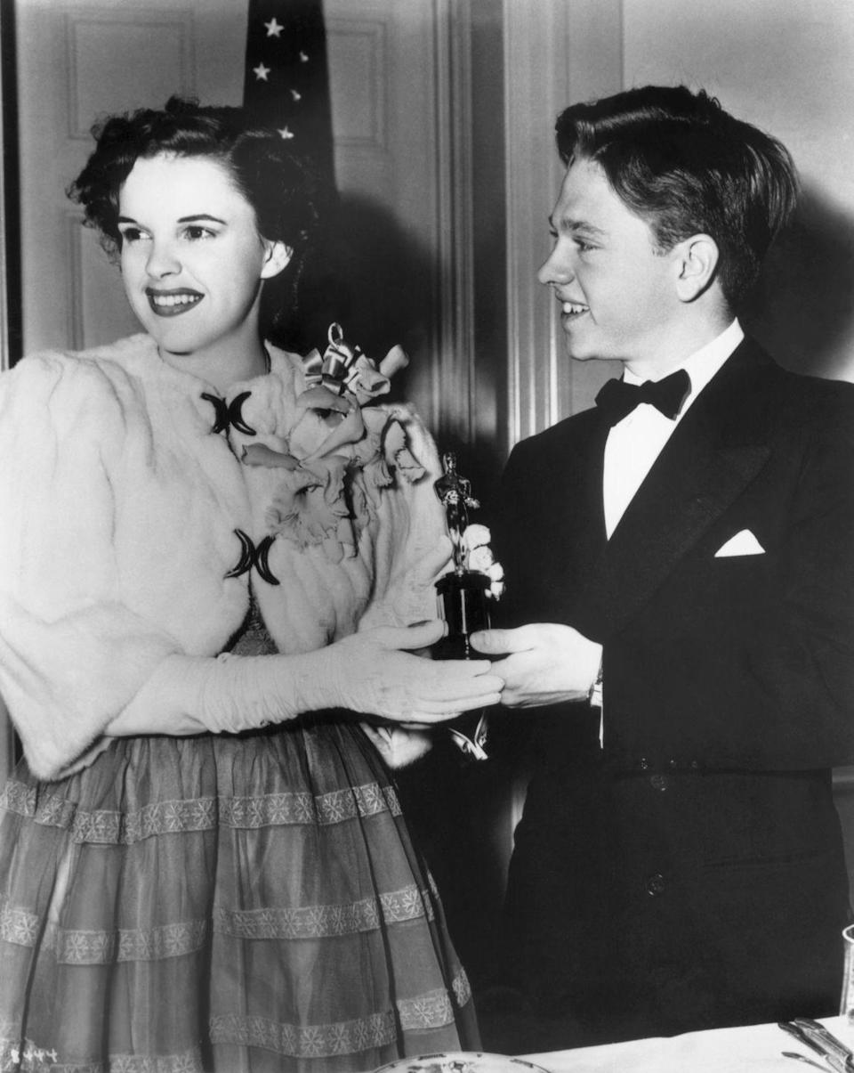 <p>Judy received an Oscar, presented by Mickey Rooney, for outstanding juvenile performer in <em>The Wizard of Oz</em>. </p>