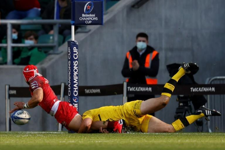 Try-saver - La Rochelle centre Geoffrey Doumayrou (R) denies Toulouse wing Cheslin Kolbe in the Champions Cup final