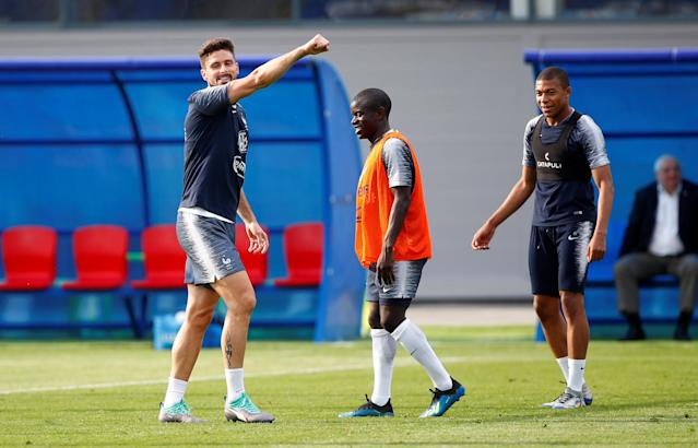 Soccer Football - World Cup - France Training - France Training Camp, Moscow, Russia - June 23, 2018 France's Olivier Giroud, N'Golo Kante and Kylian Mbappe during training REUTERS/Axel Schmidt