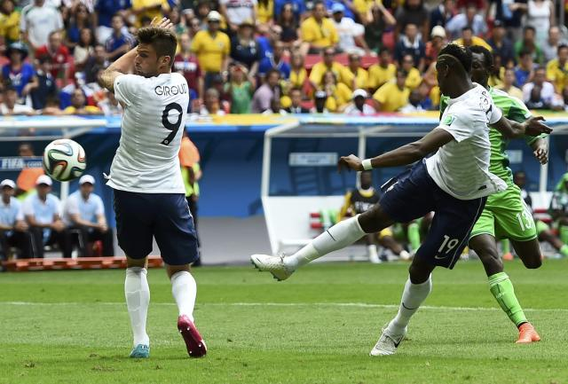 France's Paul Pogba (R) shoots but fails to score a goal during their 2014 World Cup round of 16 game against Nigeria at the Brasilia national stadium in Brasilia June 30, 2014. REUTERS/Dylan Martinez (BRAZIL - Tags: SOCCER SPORT WORLD CUP)