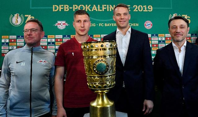 Leipzig coach Ralf Rangnick and his captain Willi Orban posed with the German cup alongside Bayern captain Manuel Neu and coach Niko Kovac (AFP Photo/John MACDOUGALL)